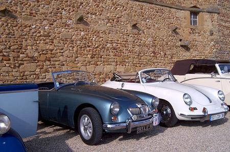 Rallye de véhicules anciens au château de Bresson