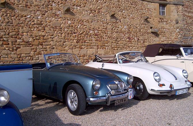 Rallye de voitures anciennes aux journées du patrimoine 2007 au château de Bresson